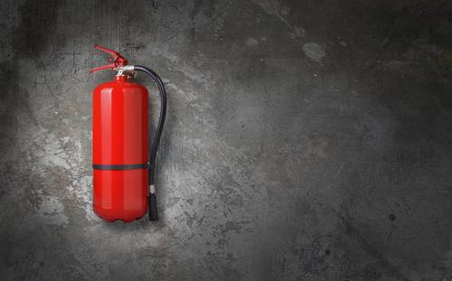 So unterweist Du Deine Mitarbeiter im Umgang mit Feuerlöschern, Schläuchen & Co.