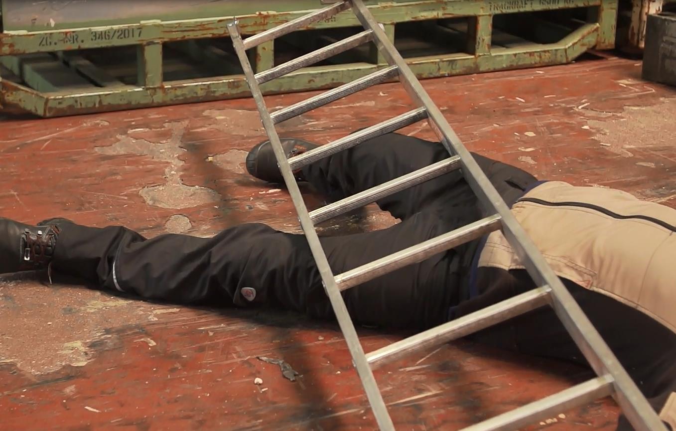 Sicherer Umgang mit Leitern und Tritten
